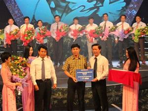 """Công ty Hoàng Sơn ủng hộ một tỷ đồng vào quỹ """"Cựu thanh niên xung phong""""."""