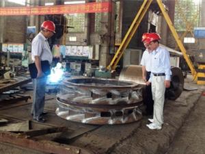 Kiểm tra tiến độ thực hiện chế tạo thiết bị dự án Thủy điện Đồng Chum 2 tại Công ty HH tập đoàn công nghiệp nặng Quảng Phát Nam Ninh – Trung Quốc tháng 8/2014.