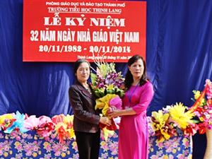 Lãnh đạo công ty chúc mừng các trường nhân Ngày Nhà giáo Việt Nam 20-11.