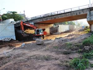 Tiến độ thi công dự án mở rộng đê Đà Giang kết hợp đường giao thông giai đoạn II tháng 11/2014.