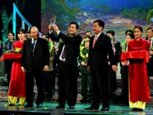 """Công ty Hoàng Sơn chung tay xây dựng cầu treo dân sinh cho người dân tại chương trình """"Nhịp cầu yêu thương"""""""