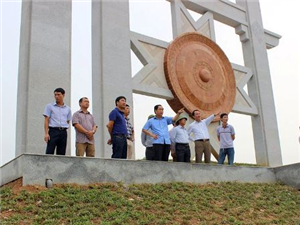 Một số hình ảnh tại buổi kiểm tra thực tế tiến độ thi công dự án hạ tầng kỹ thuật trung tâm đa chức năng Quỳnh Lâm - TP Hòa Bình.