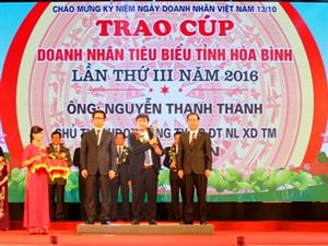 Lãnh đạo công ty vinh dự nhận danh hiệu doanh nghiệp, doanh nhân tiêu biểu tỉnh Hoà Bình lần thứ III, năm 2016