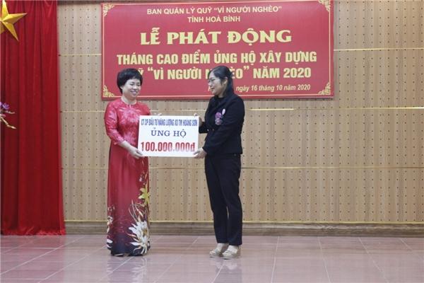 Công ty Hoàng Sơn ủng hộ 100.000.000 VNĐ cho Qũy Vì người nghèo